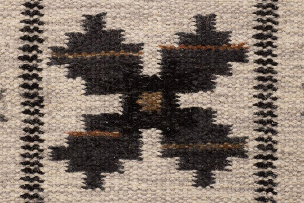 Floda Schwarz 230x330